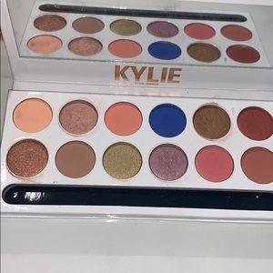 Kylie cosmetics eyes shadow palette